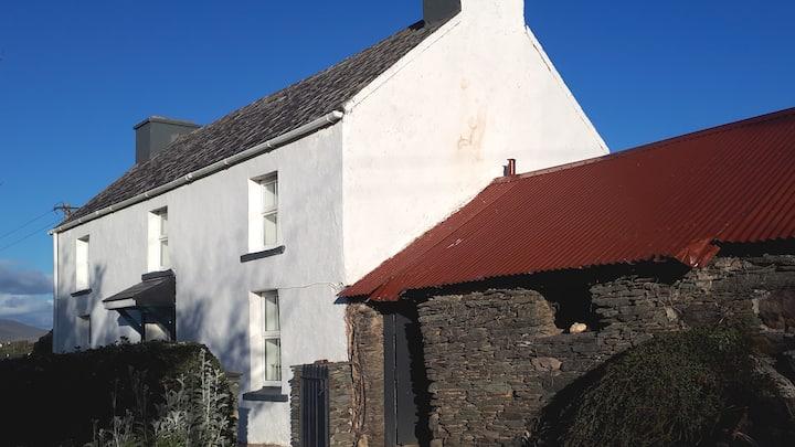 Macken's Farmhouse Skellig Ring Portmagee