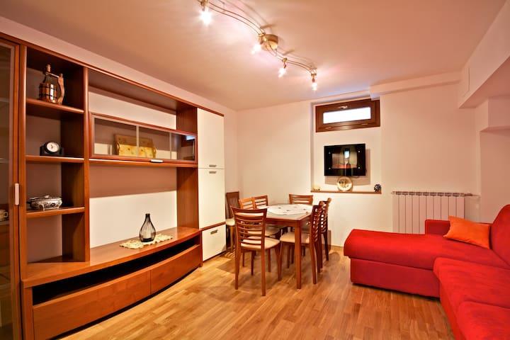 Nuevo piso en una pequeña villa