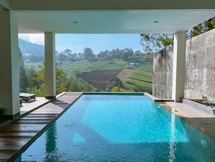 Indah 1 Golf Mountain Villa 4 bedroom private pool