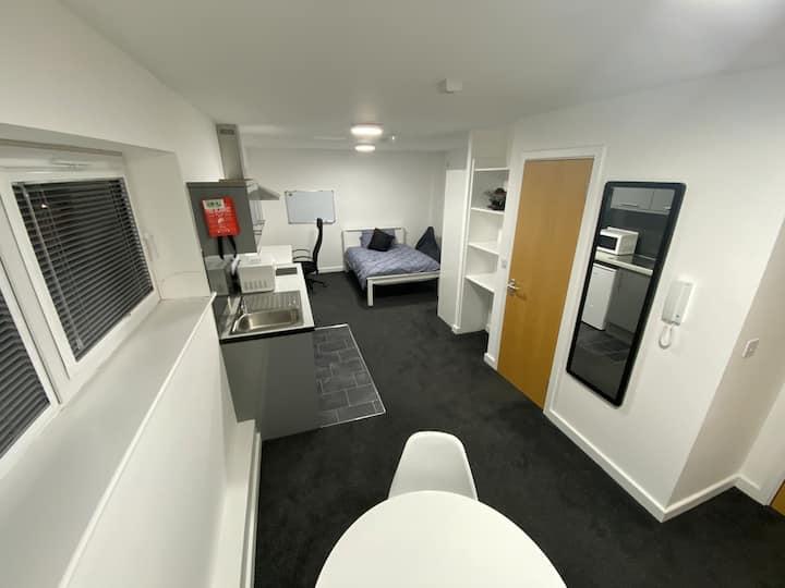 1 bedroom self contained studio flat NEAR NEC