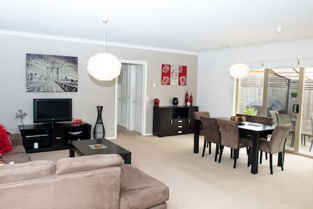 Comfy 2 Bedroom Unit -Great Ocean Rest in Belmont - Belmont
