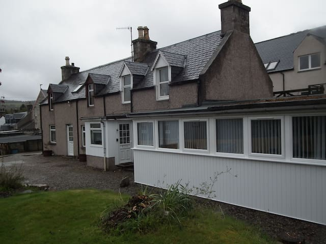 Entire cottage highlands, Grantown - Grantown-on-Spey - Talo