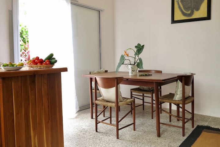 Airy Garden Apartment minutes from the capital - Petit Valley - Apartemen