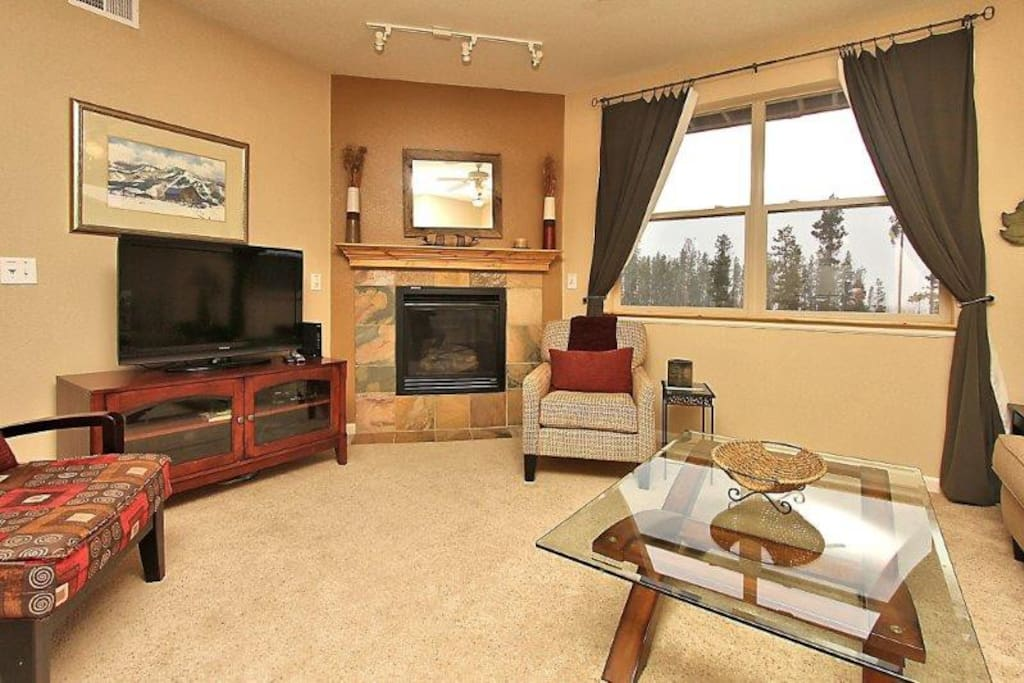 Spacious living area with great scenic views