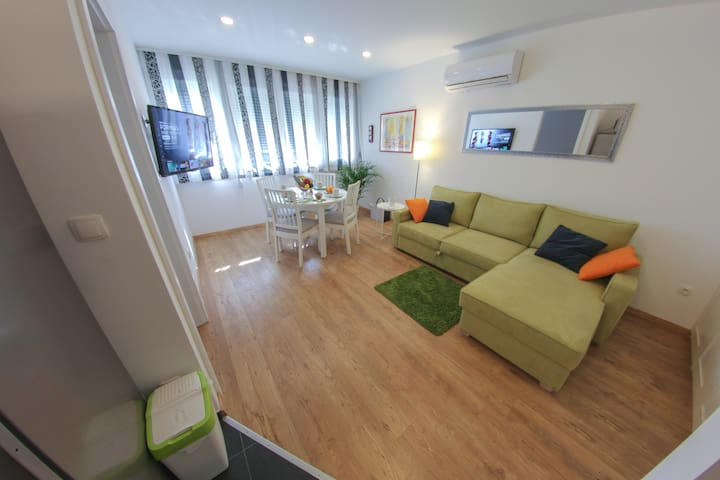 Living - dining - sleeping room with LCD smart TV 102cm included
