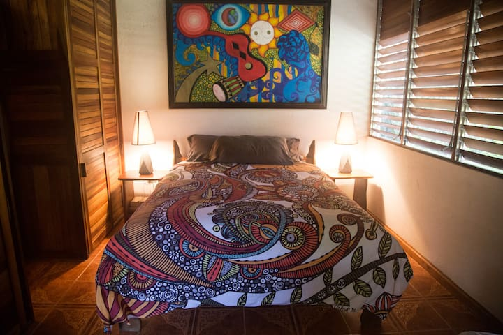 Pool Casita Poolside, Queen Bed plus single bed and sofa, private bath.