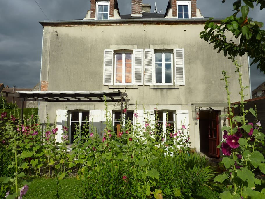 Maison de campagne la ville houses for rent in falaise for A la maison translation
