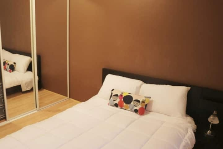 Southport Comfortable room, close the beach, shops