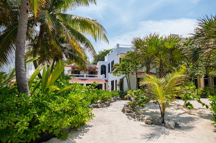Mayamor-South Akumal Great Sandy Beachfront Villa!