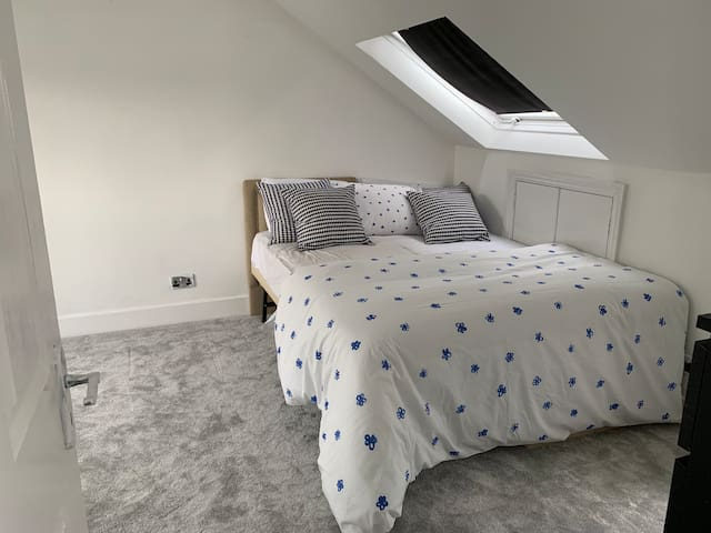 Beautiful double bedroom in a quiet family home