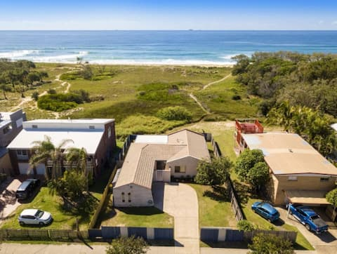 Beachfront Family Home With Private Beach Walkway