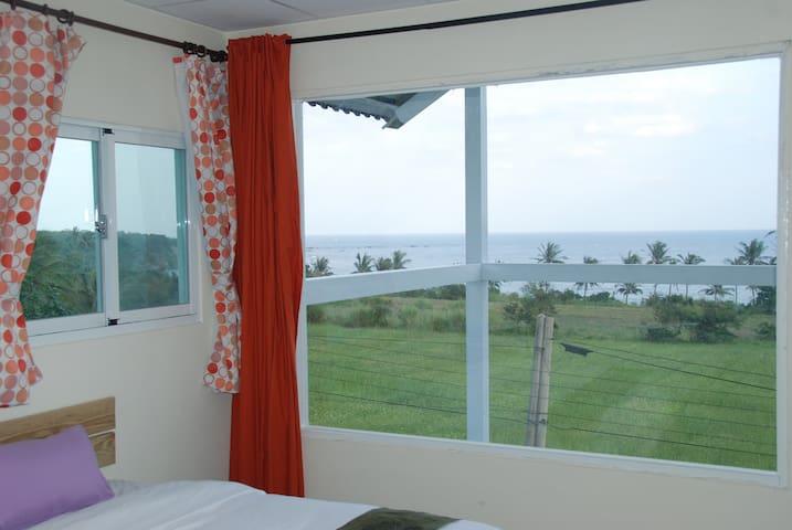 頂樓含空中露台無敵海景6人房Top ocean view room - Chenggong Township - Loft