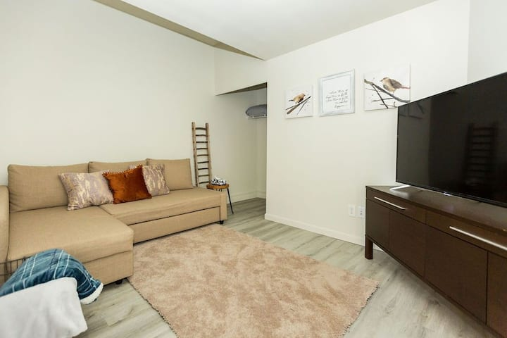 Cozy  Cottage- a/c, walk to main st