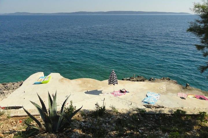 Casa de vacaciones con vistas al mar en Okrug Gornji cerca de Trogir