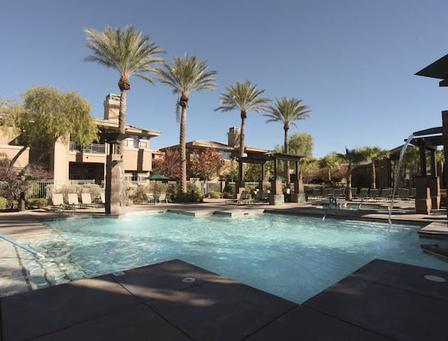 Relaxing Resort-One Bed Condo- Close to the Strip