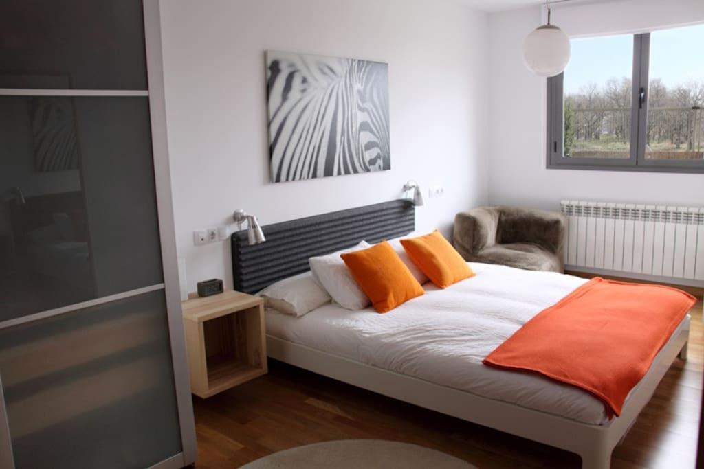 Habitación principal con cama 1,60