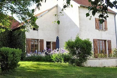 B&B in a charming Burgundy Village - Sacquenay