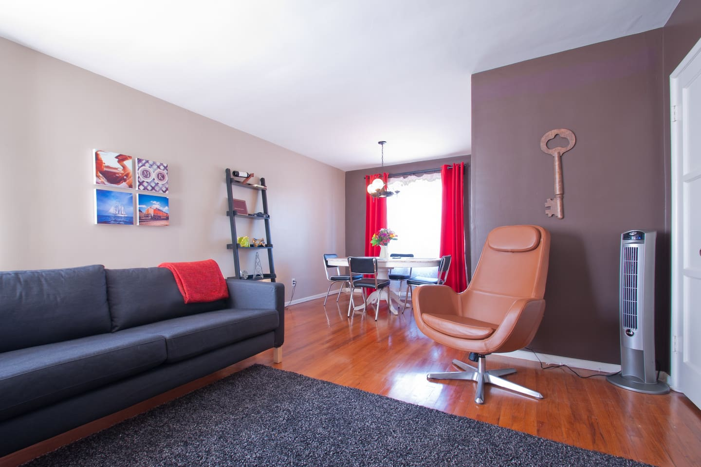 Welcome to LA!  Relax in style and enjoy this amazing two bedroom, two-story town home.