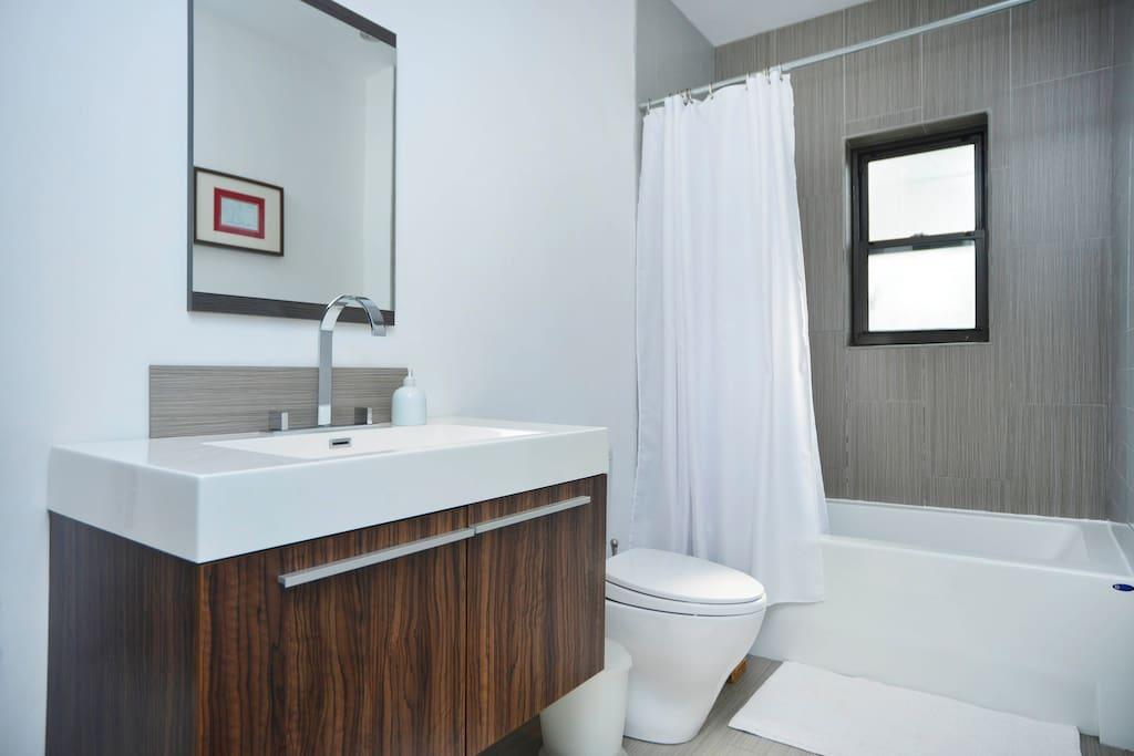 High Quality and Clean Bathroom