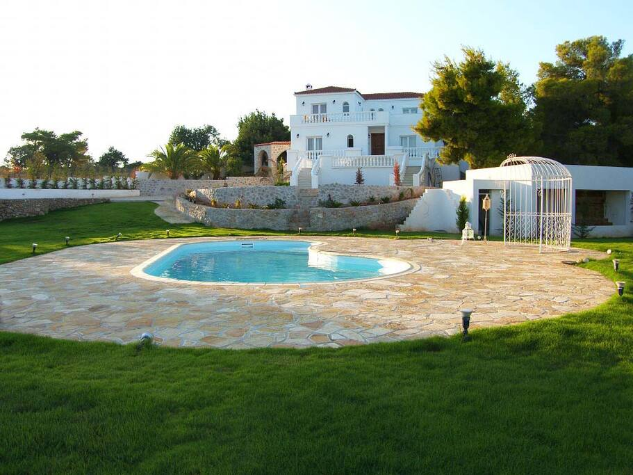 view of the swimming pool