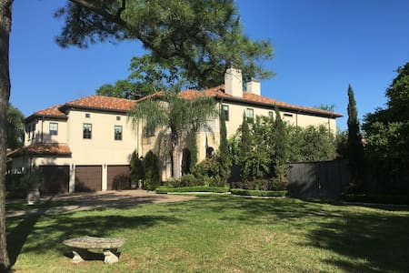 Super Bowl 7,000sf Estate w/theater & heated pool - Bellaire