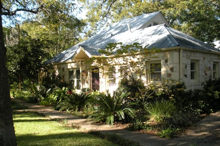 1930's Cozy Craftsman Home in SoCo almost downtown - Austin - House