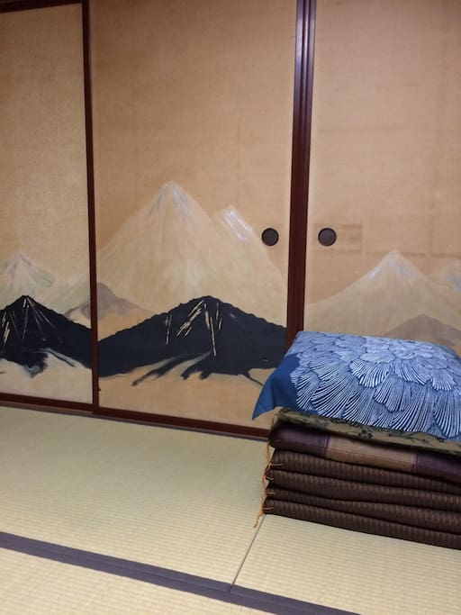 富士の描かれた襖 the Fusuma printed Mt Fuji