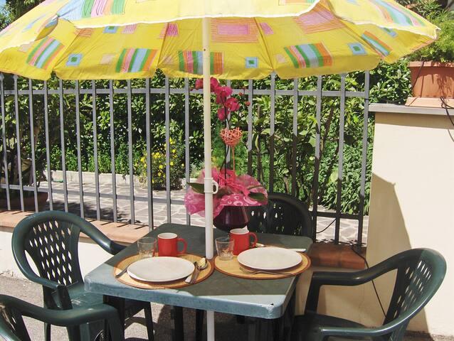 ROSA GIAGGIOLOFIRENZEB&BPARKINGWIFI - Florence - Bed & Breakfast
