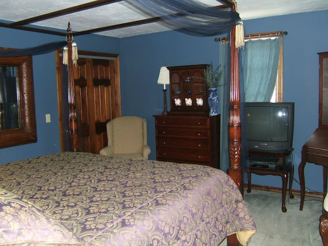 Provincetown Colonial King Bedroom