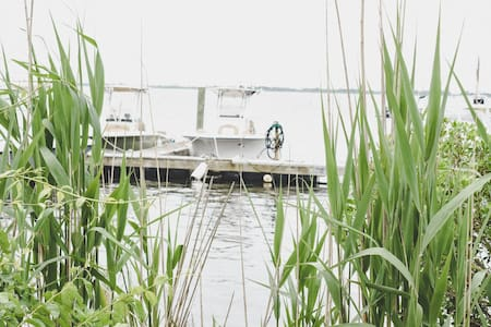 Shuck Shack: Waterfront, Marina Access, Oysters!