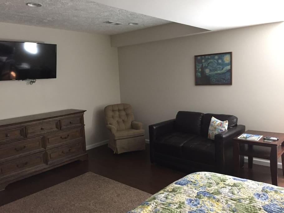 17 x 17 bedroom