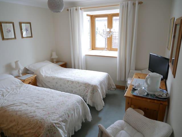 Kamloops Twin Room BH19 3EE