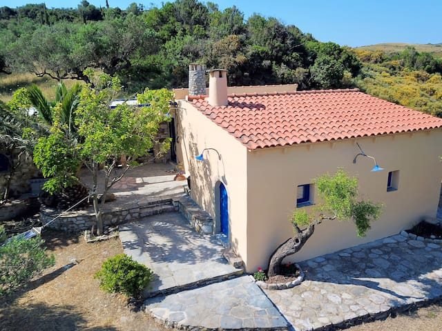 Mantalas Nature House 2min from the Beach!