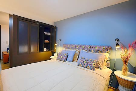 Phuket town Near malls & Large 1 BR.Pool Gym WiFi