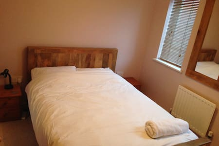 Double bedroom with en-suite close to town centre - Saffron Walden - บ้าน