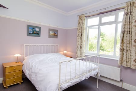 Comfortable en-suite room, Didsbury