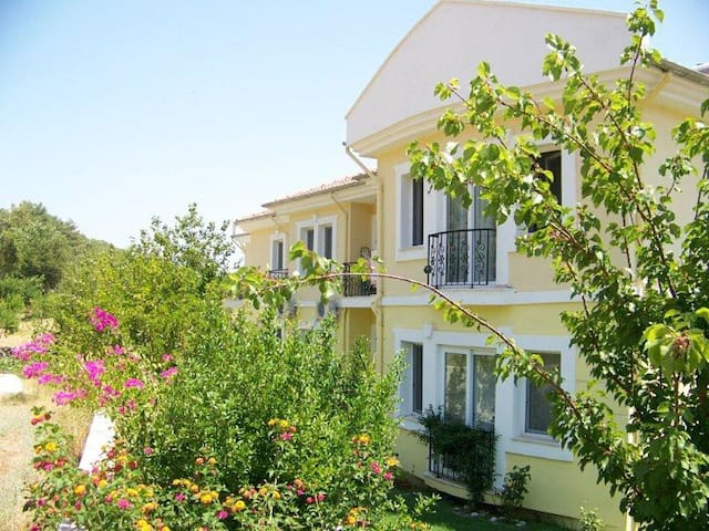 Ground floor spacious 3 bed apartment with pool