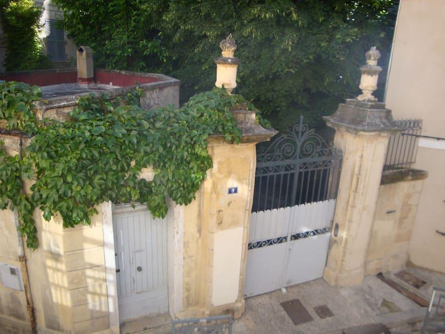 la vue de ma fenêtre, portail du XVIIè
