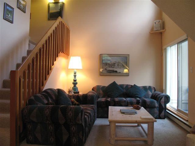 Lake Placid Lodge 329~Slopeside Lofted 1BD, 2-Bath - Whistler - Byt