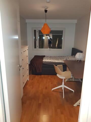 Private room close to sea, Helsinki and Aalto uni