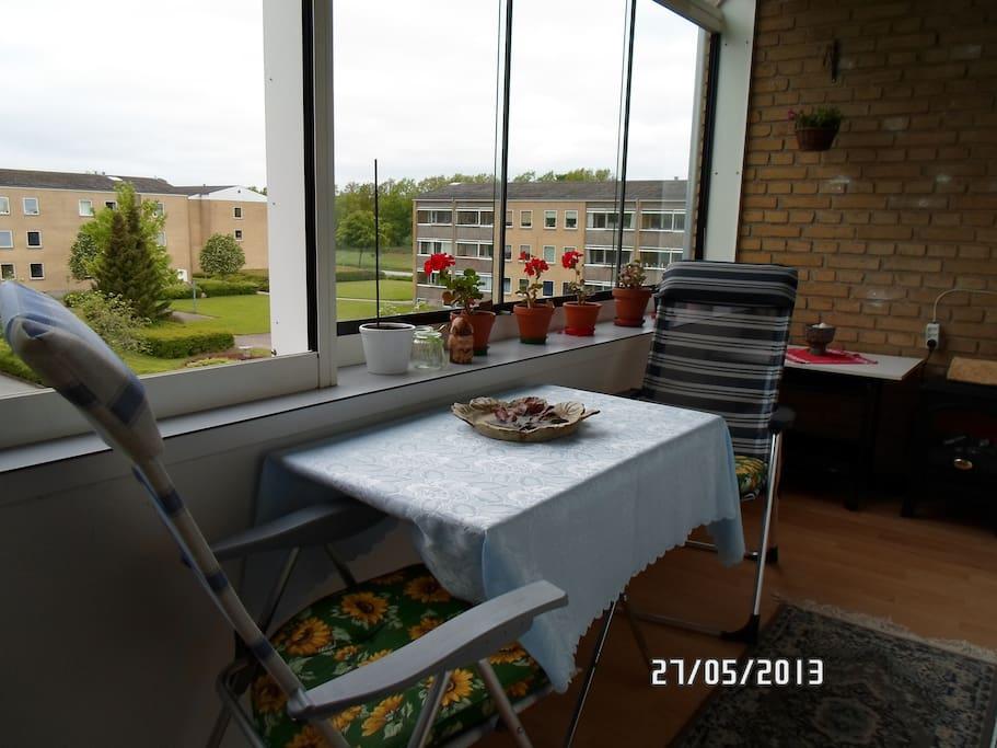 Mulighed at sidde på altanen - måske til morgenmad ?