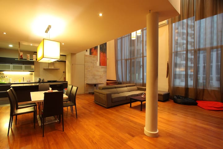 Lavish Loft 12 Steps Away From Bukit Bintang