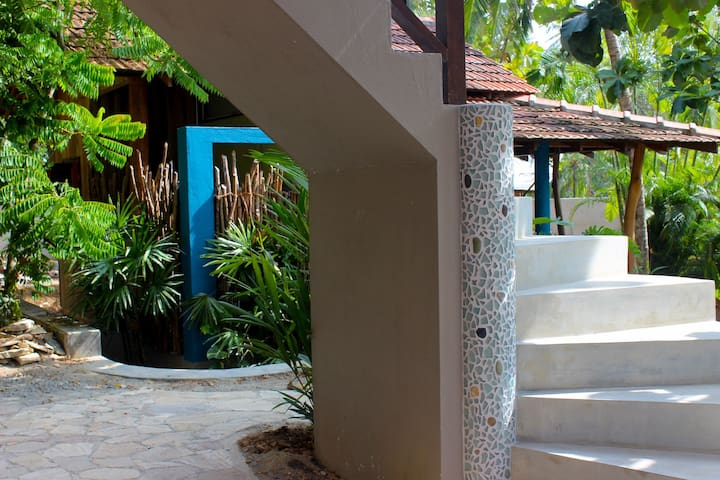 CasaVana: Bungalow with kitchen and hammock.