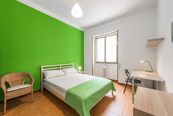 S5/I8/R3-Bright and lovely room in center of Bari