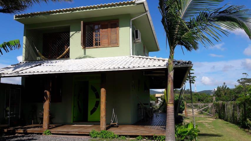 Casa de praia cercada pela natureza - Florianópolis - Huis