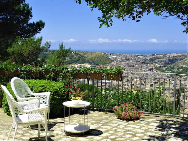 Exclusive property with a stunning view of Scicli - Scicli - Villa