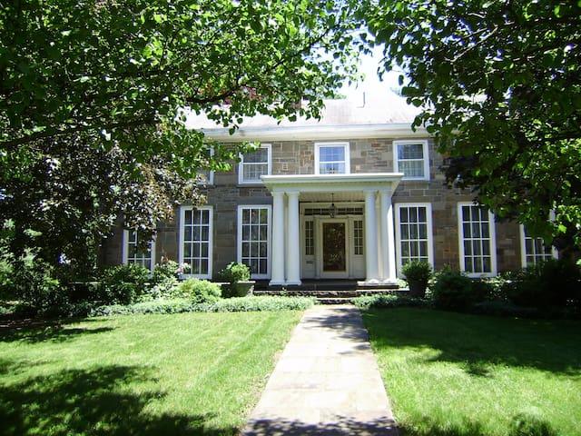 Antique Stone House - Kingston - Bed & Breakfast
