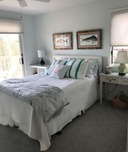 Bedroom #1 In This Airy Beach House Retreat