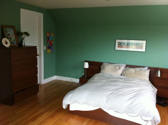 Master Bedroom with Full sized bed