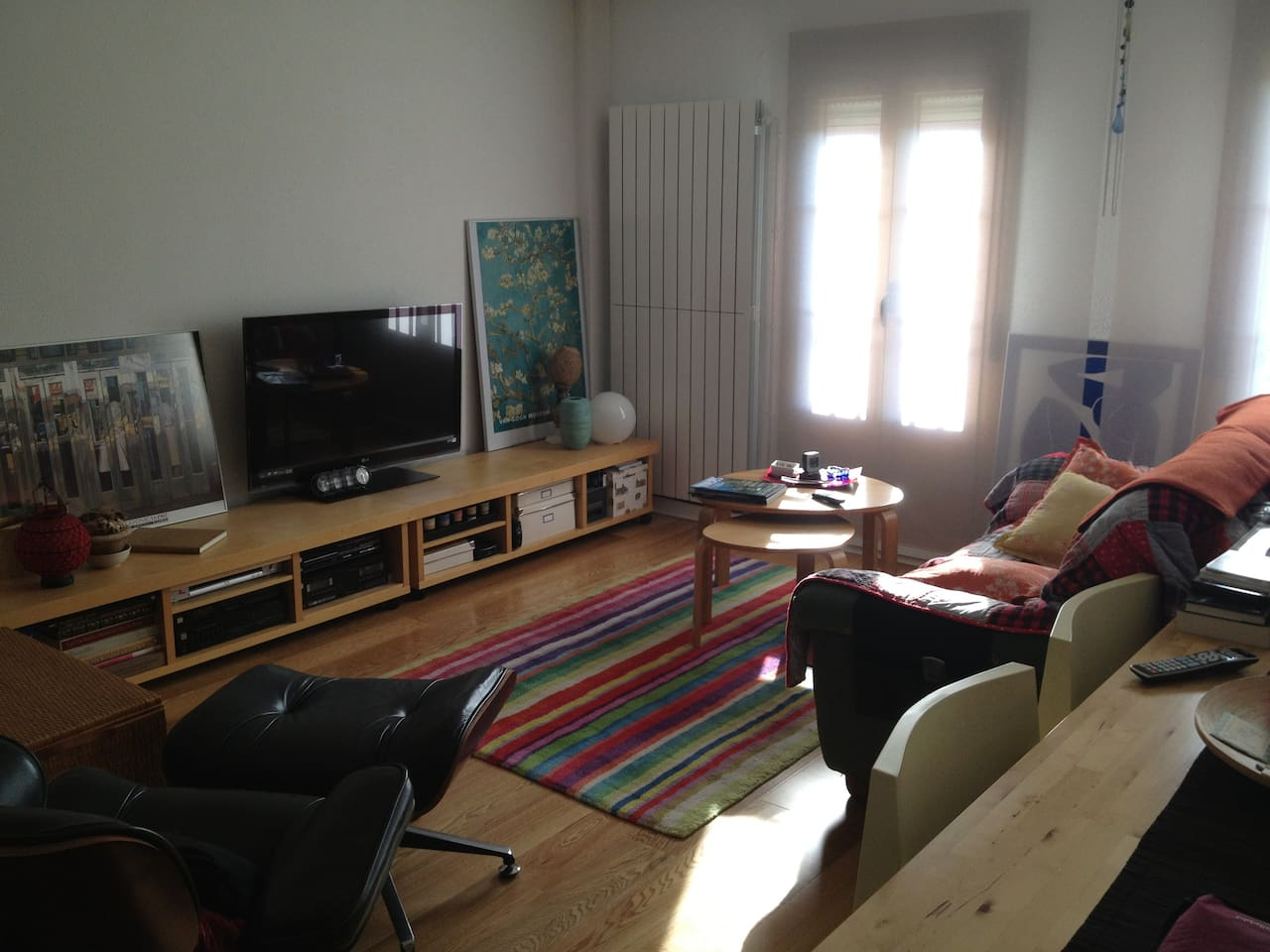 Charming, comfortable and really luminous living room with dinning area and desk....